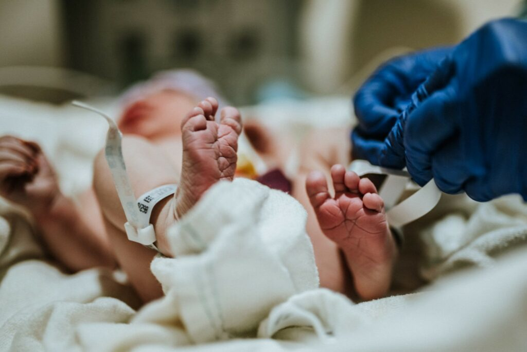 Feet view of newborn baby right after birth portraied by ArtShaped Photography and Birth Services in Los Angeles