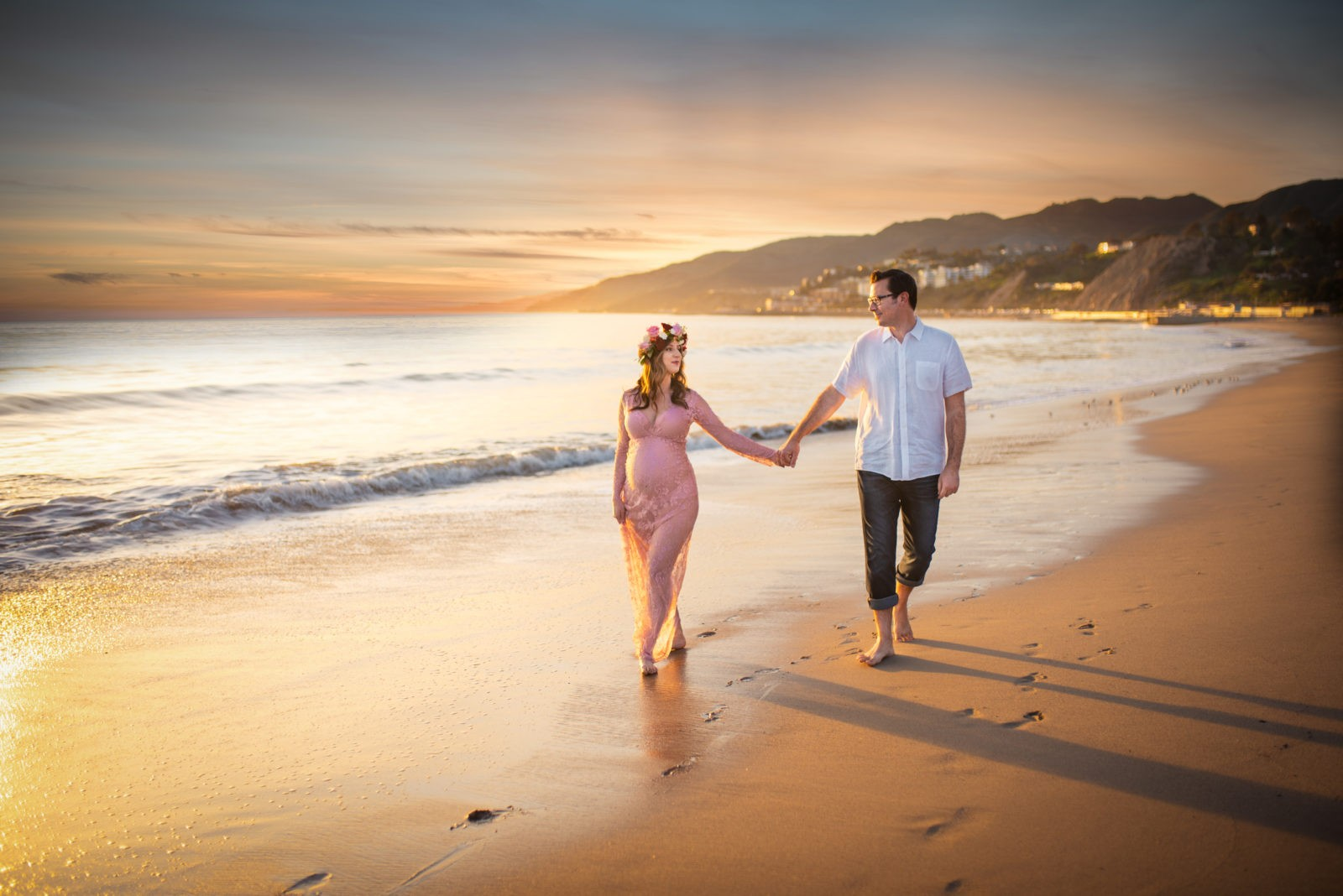 Who said one can't have it all? ArtShaped Photography and Birth Services can accomplish photographying bellies and families at both the beach and in the montains nature, under two hours of time.
